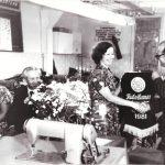 Игнатьева Н. получает награду 1981