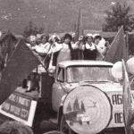 Художественная самодеятельность.участники лесокомбината на майском параде - копия